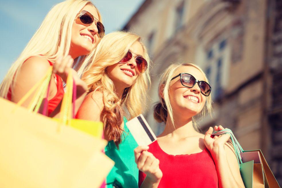 Turisti rucchi e clienti ricchi russi in Italia e all'estero.